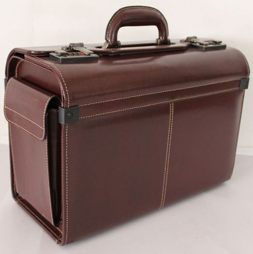 SP202BL bonded leather pilot case with two end pockets